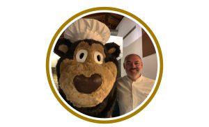 "O Urso Tolas partilha ""segredos do Mel"" com o Chefe Renato Cunha."